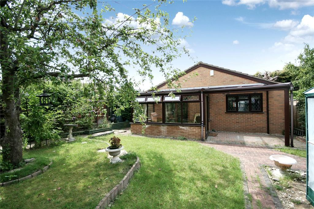 3 Bedrooms Detached Bungalow for sale in St Nicholas Drive, Pittville, Cheltenham, GL50