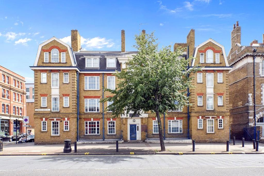 3 Bedrooms Apartment Flat for sale in Cambridge Heath Road, Bethnal Green, E2