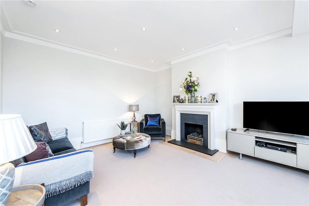 3 Bedrooms Apartment Flat for sale in Roland Gardens, London, SW7
