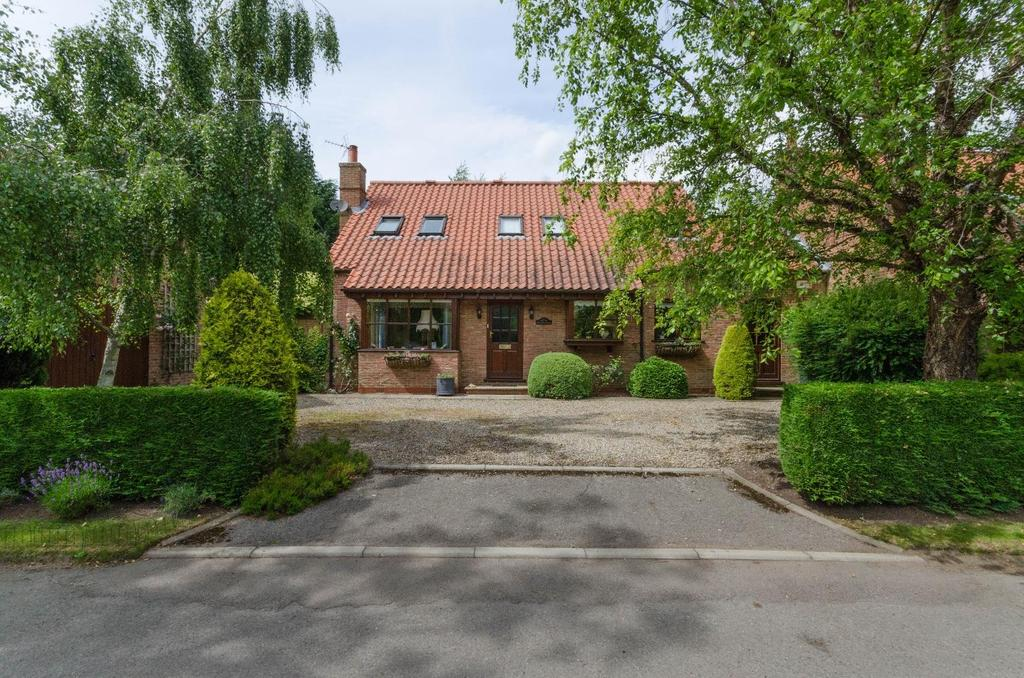 3 Bedrooms Link Detached House for sale in Foldyard House, Sills Lane, Newton On Ouse, York