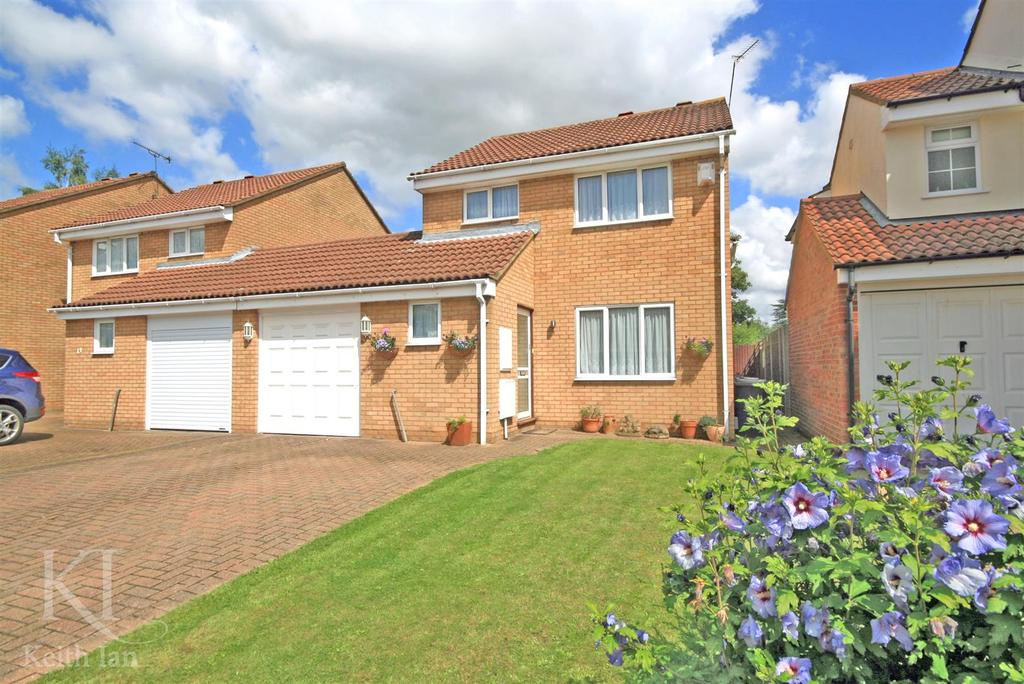 4 Bedrooms Detached House for sale in Demontfort Rise, Ware with plans passed for extension!