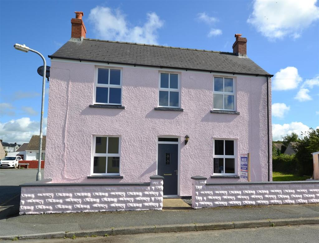 2 Bedrooms Detached House for sale in Feidr Gongol, Fishguard