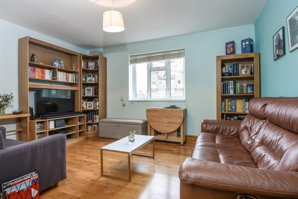 2 Bedrooms Flat for sale in Greenwich High Road London SE10