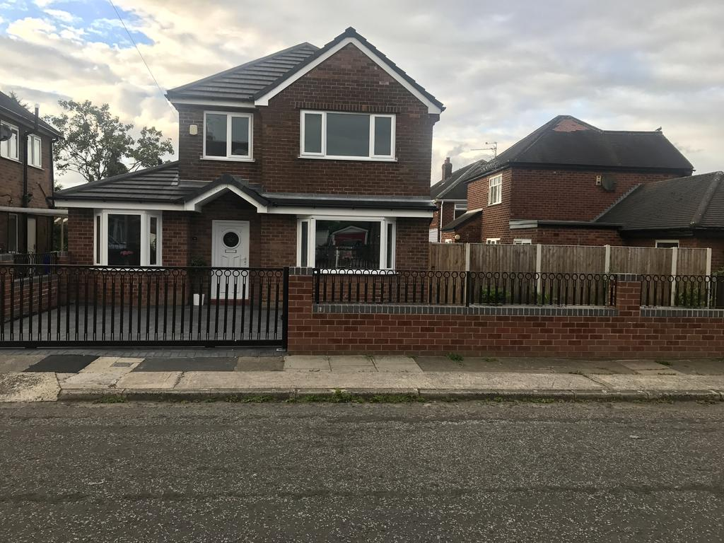 3 Bedrooms Detached House for sale in Dunnisher Road, Newall Green, Manchester M23