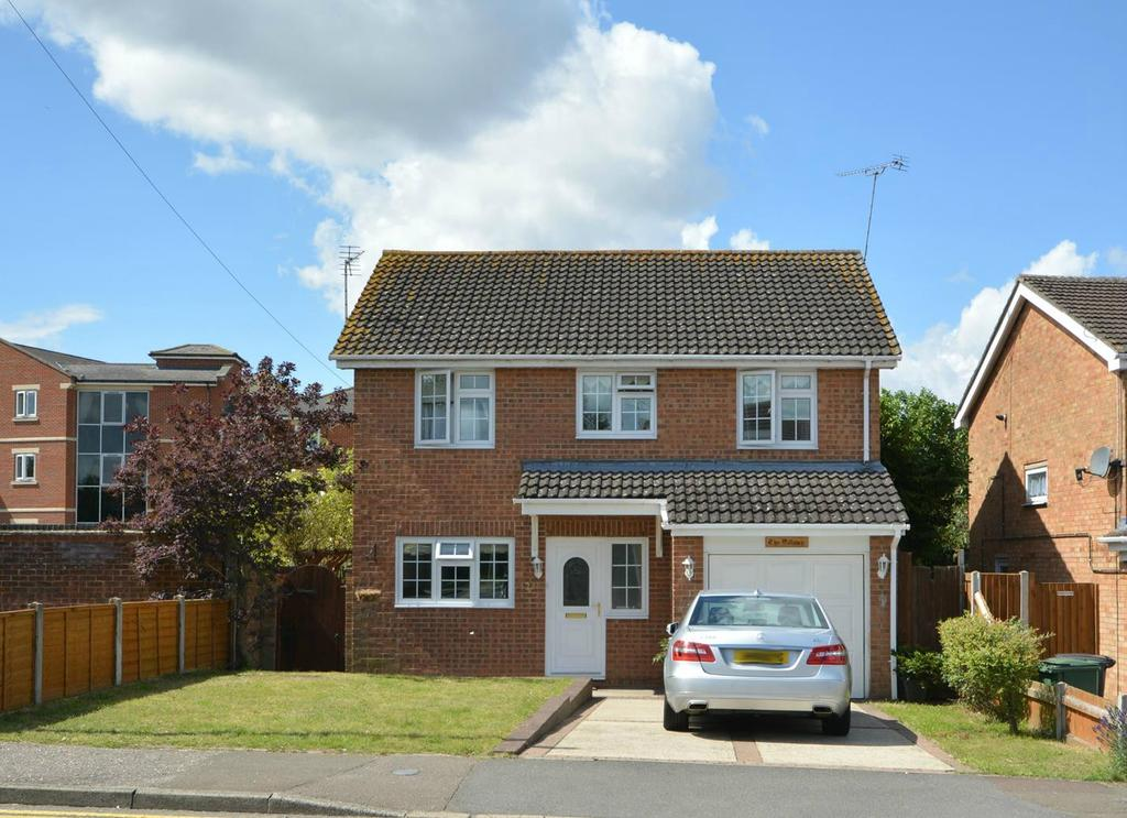 4 Bedrooms Detached House for sale in Marlborough Road, Braintree, Essex, CM7