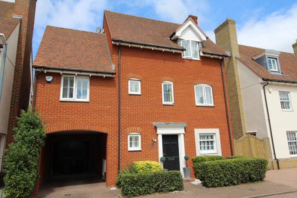 3 Bedrooms Detached House for sale in Wharton Drive, Springfield, Chelmsford, Essex, CM1