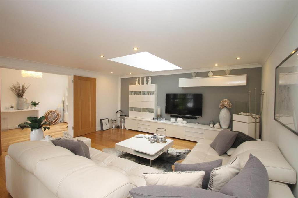 5 Bedrooms Detached House for sale in Braunstone Drive, Allington, Maidstone