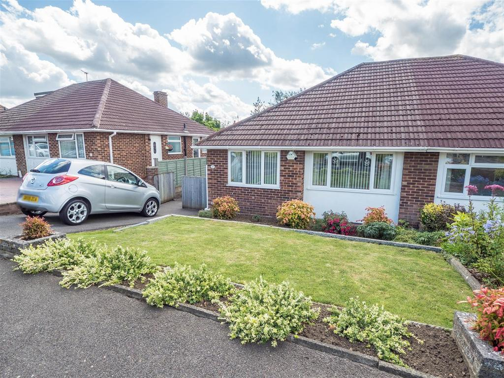 2 Bedrooms Bungalow for sale in Madginford Road, Bearsted, Maidstone