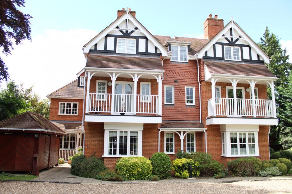 2 Bedrooms Flat for sale in Glenore, Cookham