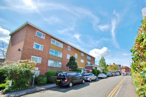 3 bedroom flat to rent - South Park Court, Gerrards Cross, SL9
