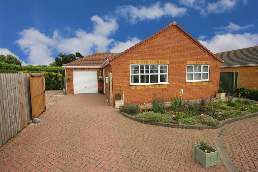 2 Bedrooms Detached Bungalow for sale in 1 Church View, Trusthorpe, Mablethorpe