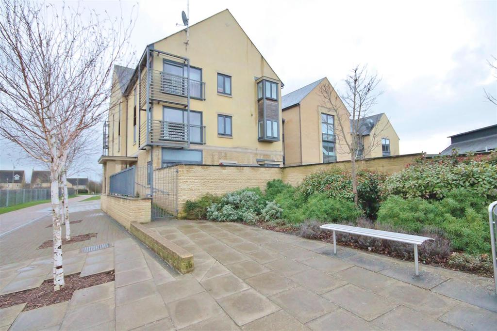 2 Bedrooms Apartment Flat for sale in Thornhill Close, Carterton
