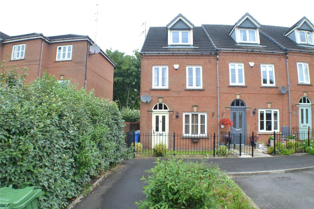 3 Bedrooms End Of Terrace House for sale in Lower Carrs, Ashton-under-Lyne, Greater Manchester, OL6