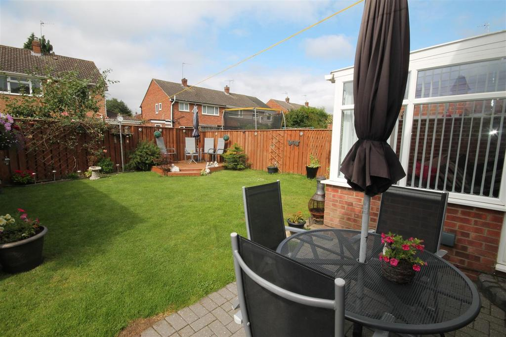 4 Bedrooms Semi Detached House for sale in Carlbury Crescent, Darlington