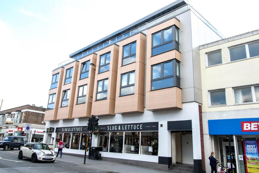 2 Bedrooms Apartment Flat for sale in Hanover House, High Street, Brentwood, Essex, CM14