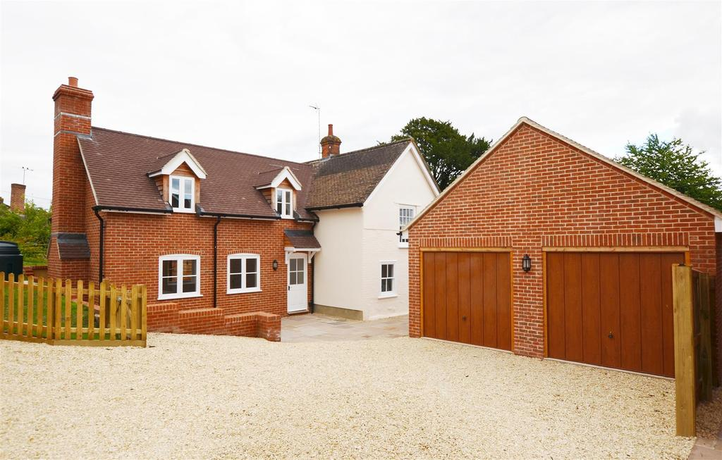 4 Bedrooms Detached House for sale in Ball Road, Pewsey