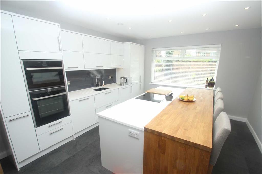 4 Bedrooms Chalet House for sale in Cudlow Avenue, Rustington, West Sussex