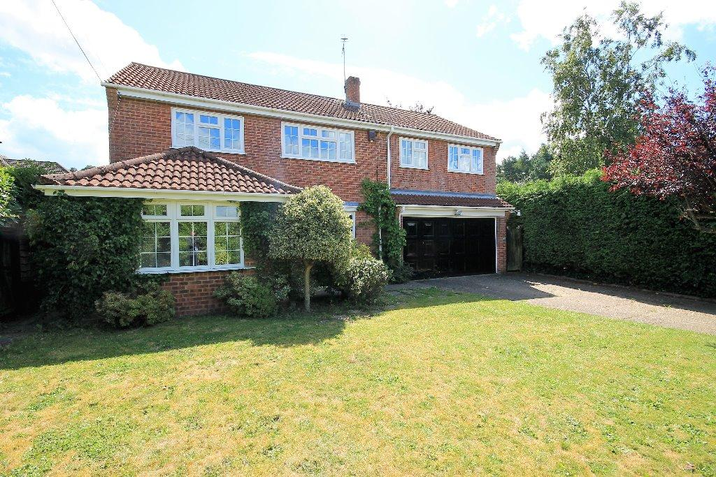 4 Bedrooms Detached House for sale in Mayflower Road, Whitehill, Bordon