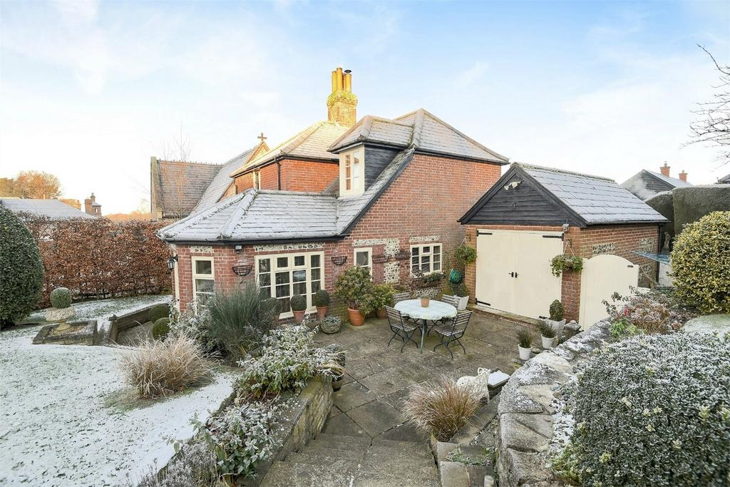 3 Bedrooms Detached House for sale in Preshaw Estate, Winchester, Hampshire