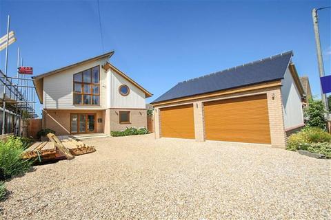 6 bedroom detached house for sale - Dumont Avenue, St Osyth