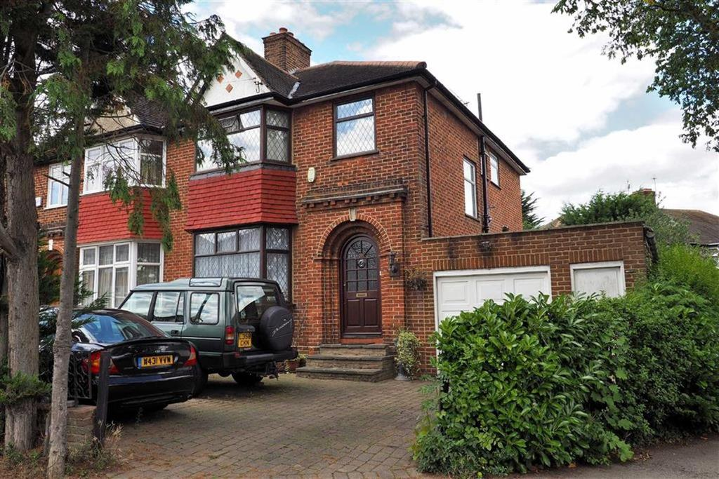 4 Bedrooms Semi Detached House for sale in Forest Approach, Woodford Green, Essex