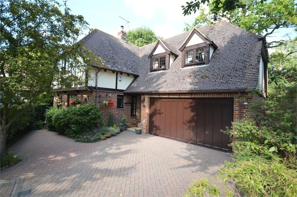 4 Bedrooms Detached House for sale in Fawkham Avenue, New Barn
