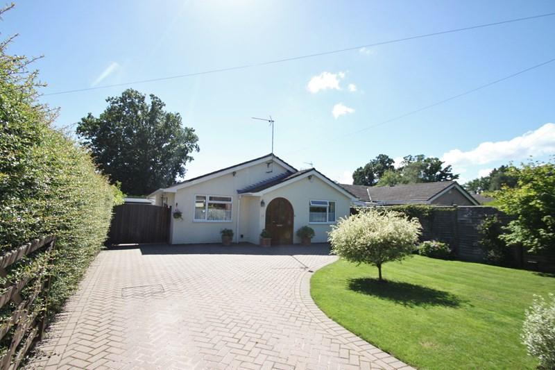 3 Bedrooms Detached Bungalow for sale in Bugdens Lane, Verwood