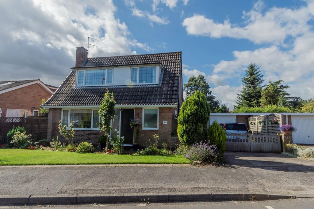2 Bedrooms Detached Bungalow for sale in Runswick Avenue, Acomb, YORK