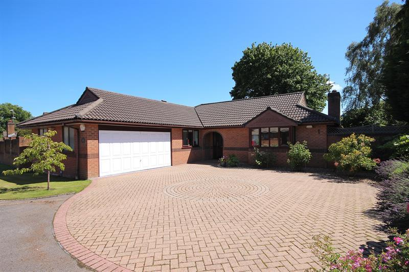 3 Bedrooms Detached Bungalow for sale in Beacon Gardens, Broadstone