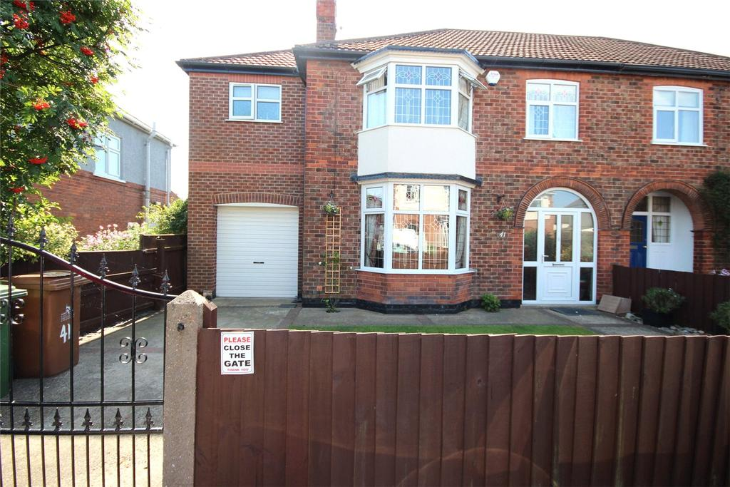 4 Bedrooms Semi Detached House for sale in Dixon Avenue, Grimsby, DN32