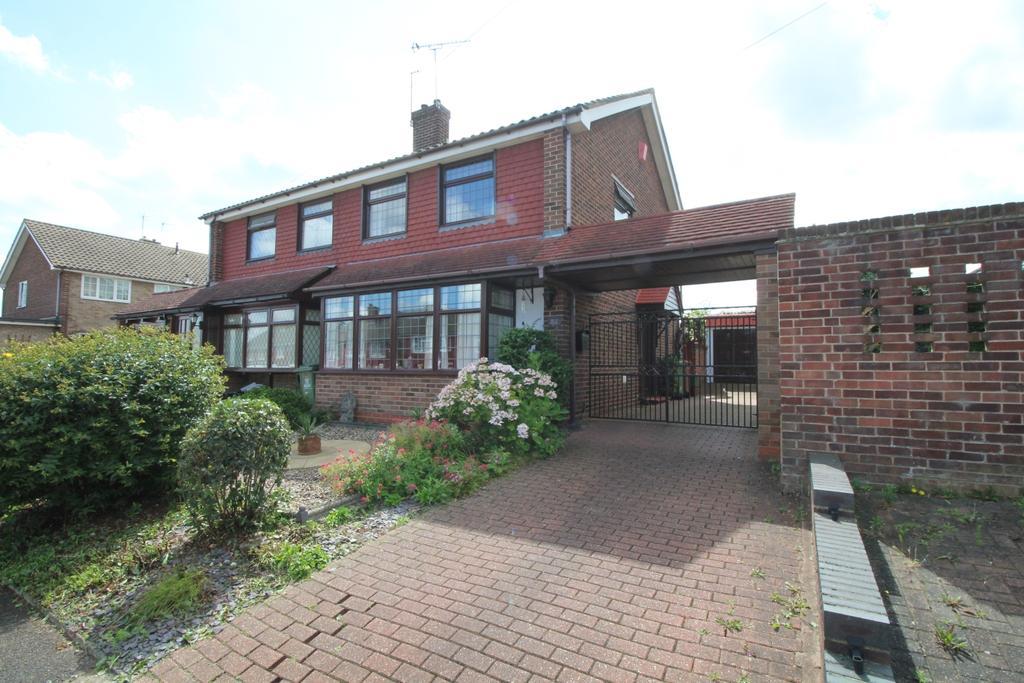 3 Bedrooms Semi Detached House for sale in Glebelands Dartford DA1