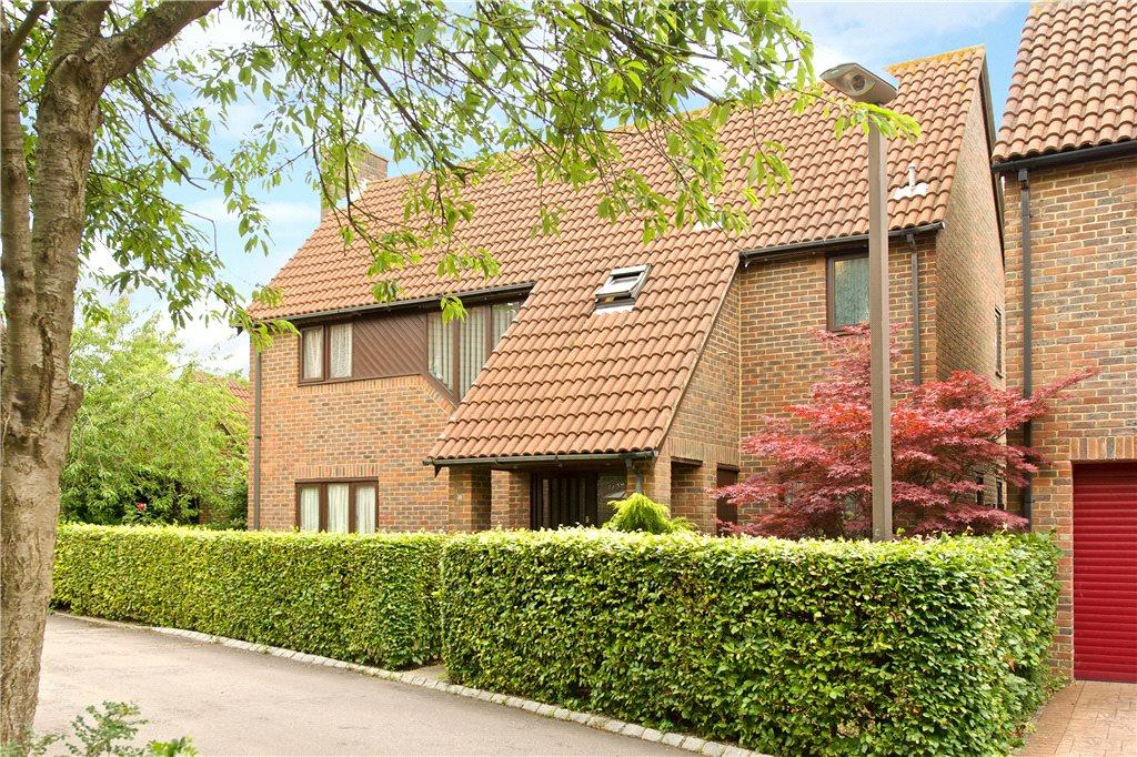 4 Bedrooms Detached House for sale in Wood Lane, Great Linford, Milton Keynes, Buckinghamshire