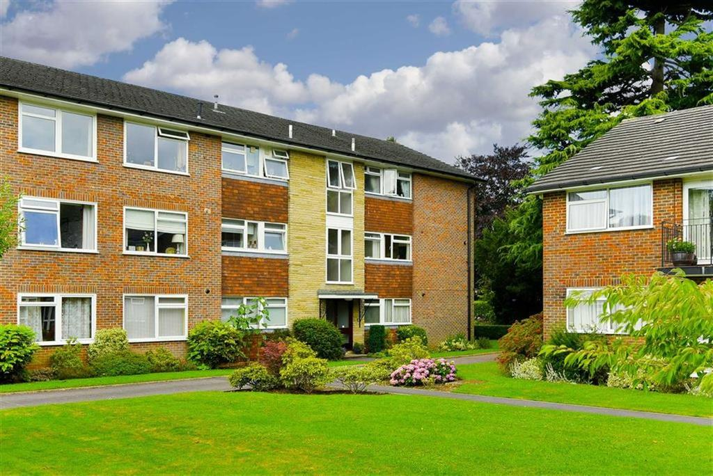2 Bedrooms Flat for sale in Coombe Court, Tadworth, Surrey
