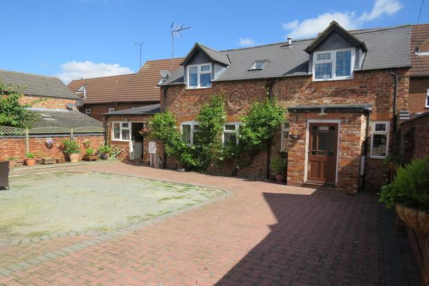 2 Bedrooms Cottage House for sale in New Street, Irchester, Wellingborough, NN29