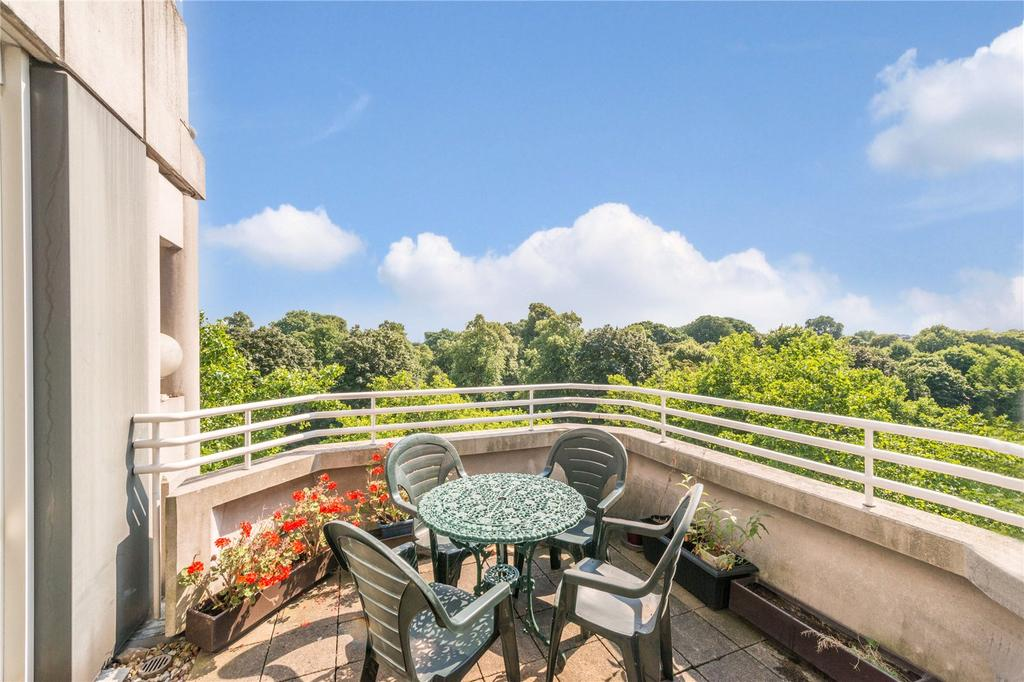 3 Bedrooms Flat for sale in Porchester Gate, Bayswater Road, London