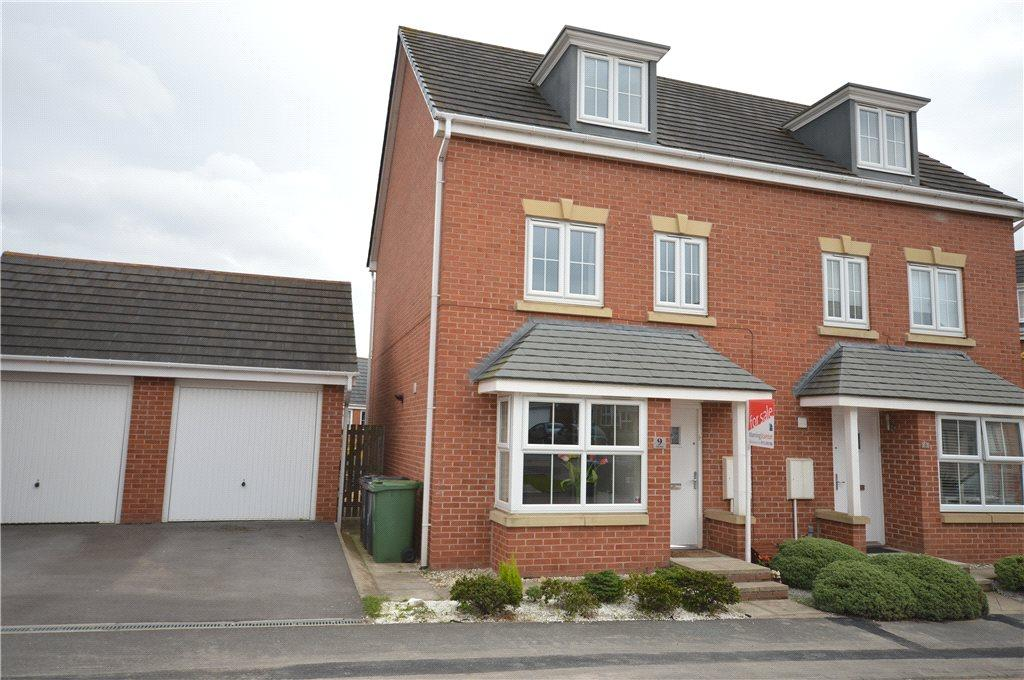 4 Bedrooms Semi Detached House for sale in Peart Place, Leeds
