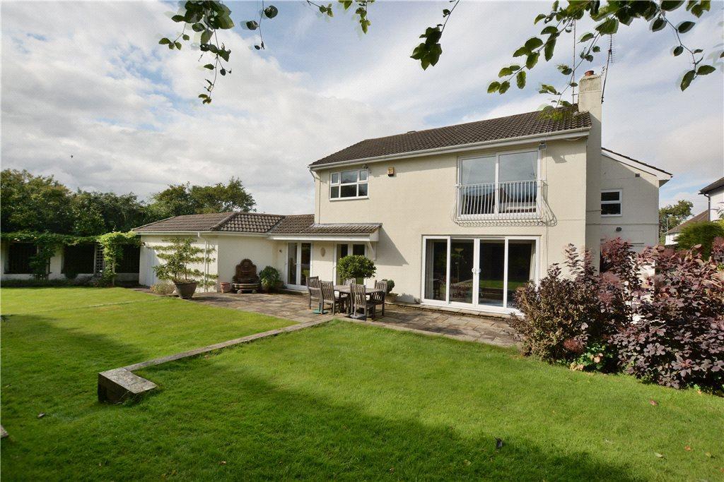 5 Bedrooms Detached House for sale in Wigton Grove, Leeds