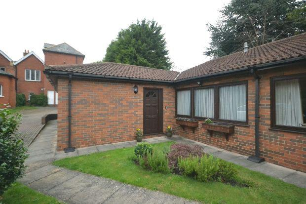 2 Bedrooms Semi Detached Bungalow for sale in Bargate Court, GRIMSBY