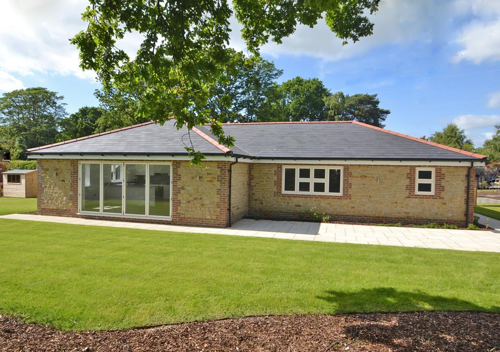 4 Bedrooms Detached Bungalow for sale in Kithurst Park, Storrington
