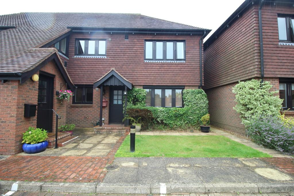 2 Bedrooms Apartment Flat for sale in West Chiltington