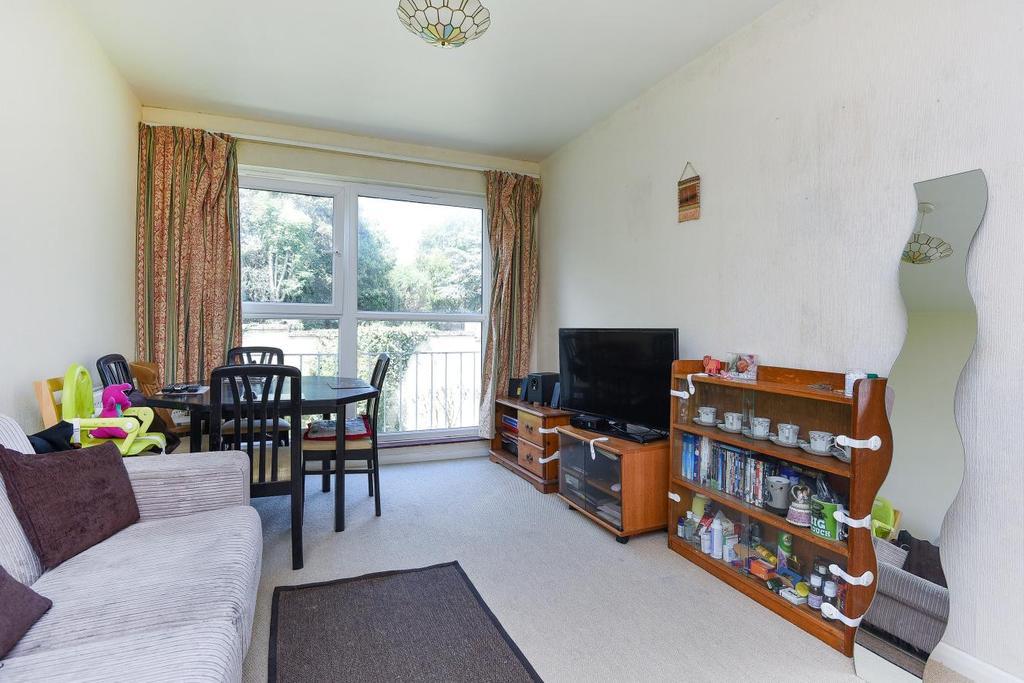 2 Bedrooms Flat for sale in Albert Drive, Southfields