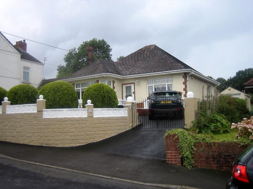 3 Bedrooms Bungalow for sale in Bronallt Rd, Fforest