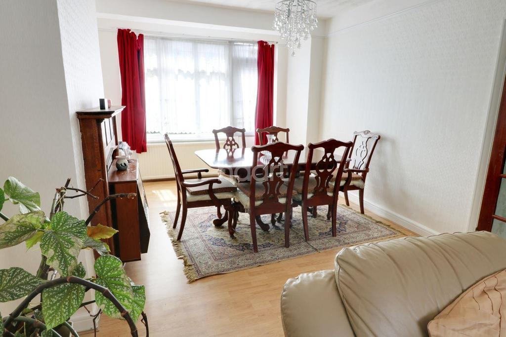 3 Bedrooms Terraced House for sale in Parham Drive, Gants Hill