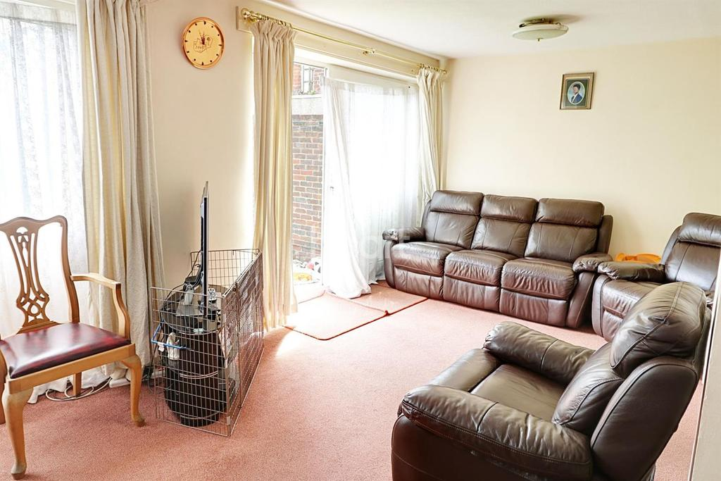 4 Bedrooms End Of Terrace House for sale in Ham Court, Hazel Close, NW9