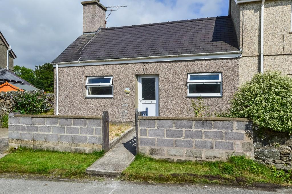 2 Bedrooms Cottage House for sale in Groeslon, Caernarfon, North Wales