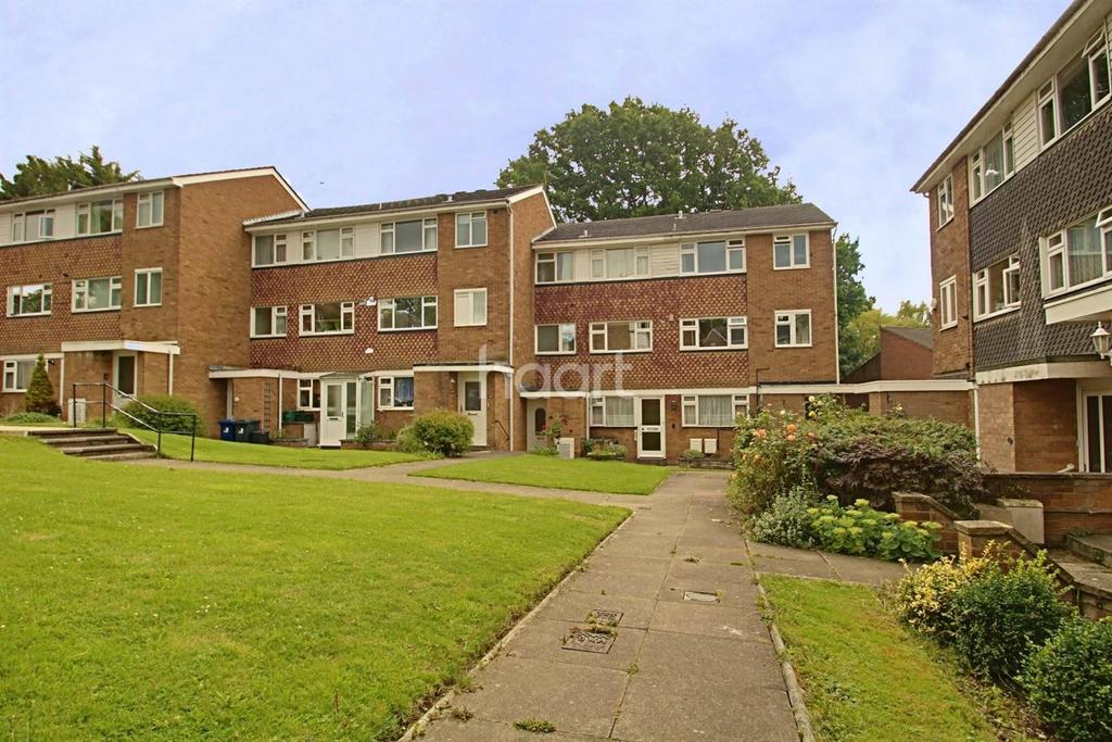2 Bedrooms Flat for sale in The Croft, Ealing