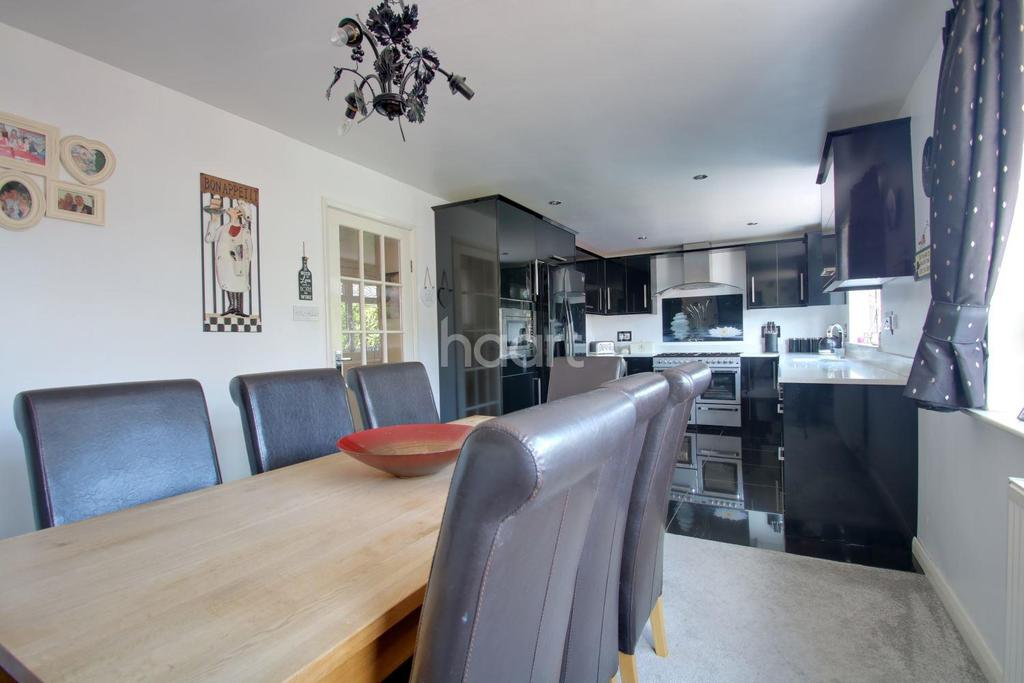 4 Bedrooms Detached House for sale in Wards Hill Road