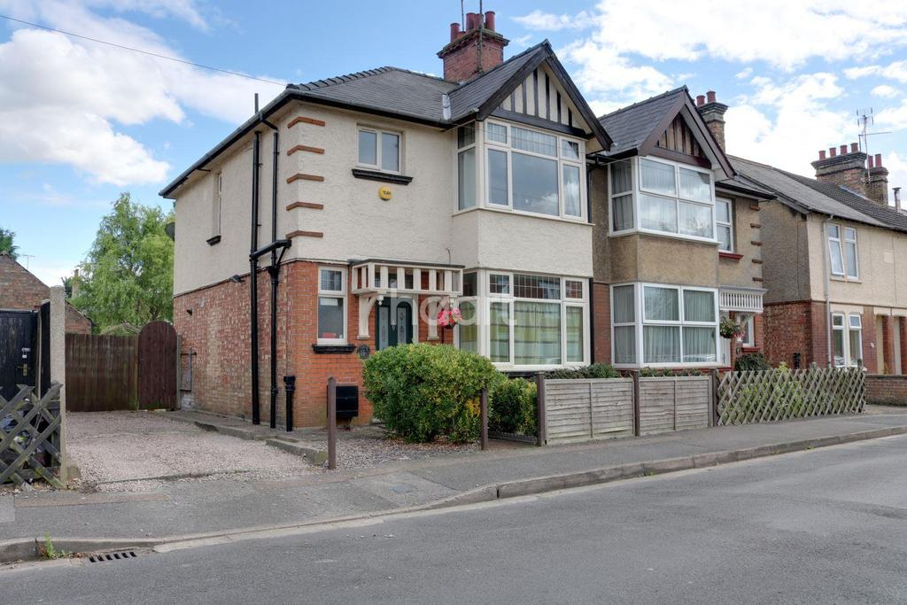 3 Bedrooms Semi Detached House for sale in Burdett Road, Wisbech