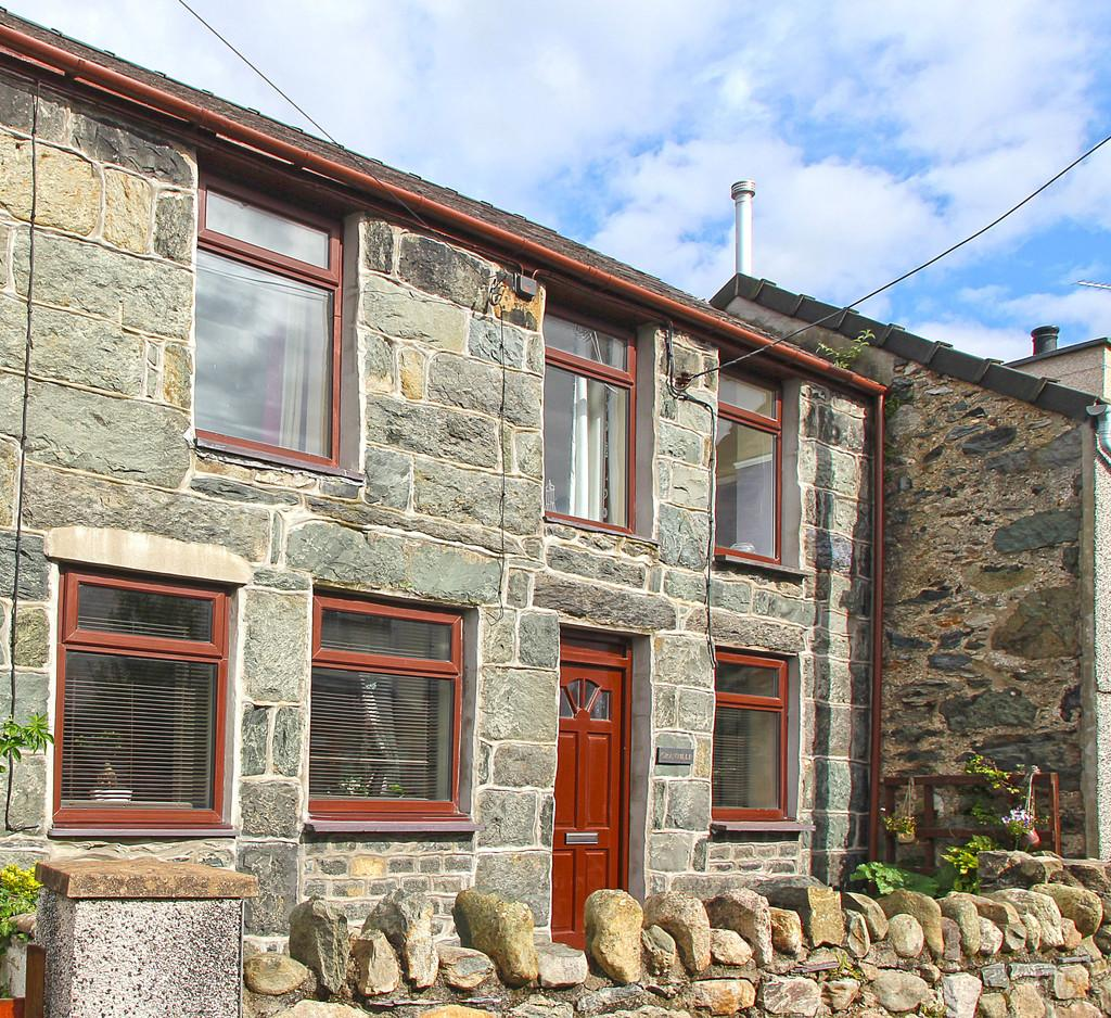 3 Bedrooms Terraced House for sale in Bethel, Caernarfon, North Wales