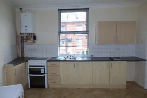 4 bedroom terraced house to rent - Garnet Terrace, Beeston, LS11 5JX